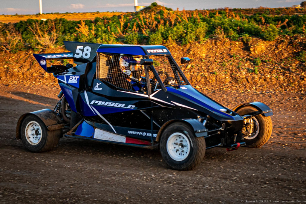Mygale XC02 Chassis racing on dirt track